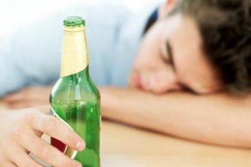 Uống rượu hoặc bia rồi đi lỏng(phân có nhầy) 3-4 ngày rồi hết