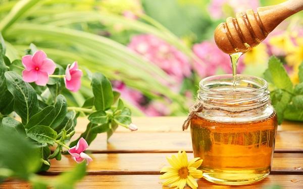 Cách 1: Bột nghệ, mật ong 1