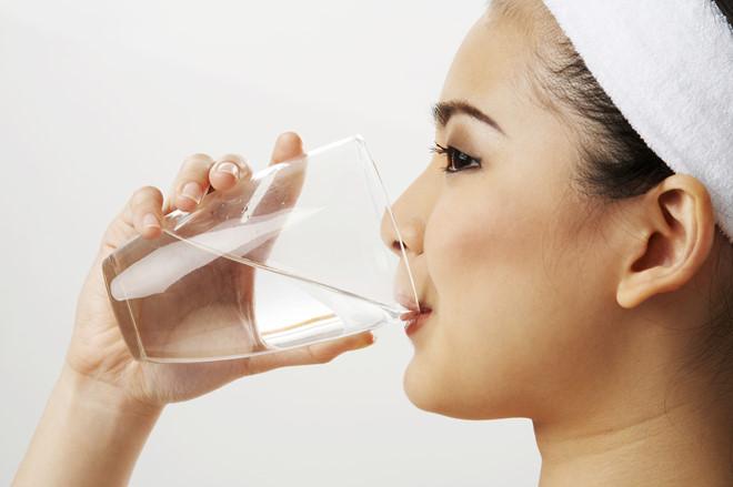 Uống nhiều nước mỗi ngày 1